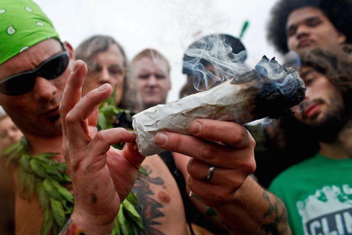 MISCELANEA SIN LIMITE Fumar-marihuana-afecta-negativamente-a-alguien