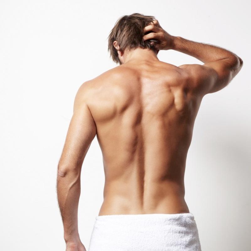 Depilación masculina por cuestión de estética y para seducir. Depilarse también es cosa de hombres.
